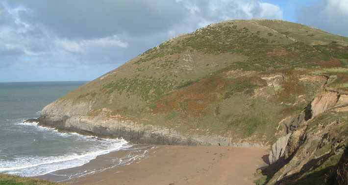 Mwnt-is-a-popular-spot-in-the-summer-months.jpg